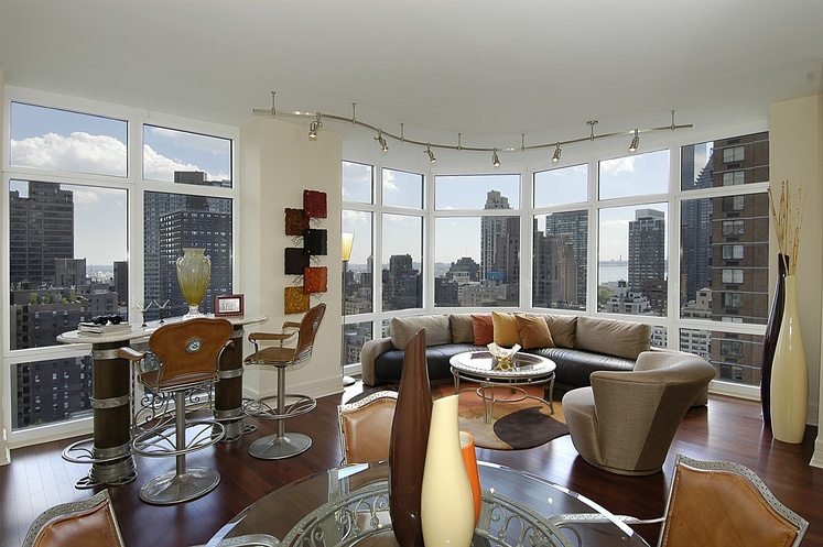 The Milan, 300 East 55th Street photo